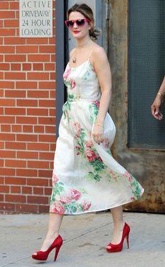 Drew Barrymore en un look veraniego. ¡Lindos anteojos!