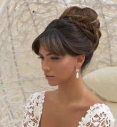 Idée coiffure de mariage : un chignon haut