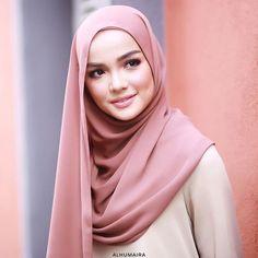 Hijab Fashion Summer, Modern Hijab Fashion, Muslim Women Fashion, Hijab Gown, Hijab Niqab, Mode Hijab, Tutorial Hijab Modern, Hijab Style Tutorial, Beautiful Muslim Women