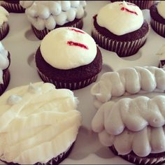 Brain cupcakes Halloween treat ideas #Halloween #cupcakes