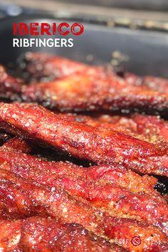 Perfecte borrelhap, oftewel Q-Bite #Iberico #ribfingers #recept #bbqtip #bbqrecept Steak, Om, Bacon, Breakfast, Steaks, Pork Belly, Morning Breakfast, Beef