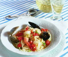 Shellfish en Papillote in 2 steps Seafood Pasta, Seafood Recipes, Wine Recipes, Eating Fast, Healthy Eating, Fish Dishes, Entrees, Stuffed Peppers, Meals