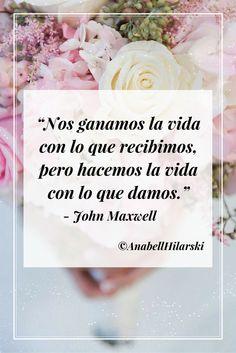 """""""Nos ganamos la vida con lo que recibimos, pero hacemos la vida con lo que damos."""" - John Maxwell #frases #motivacion #negocios"""