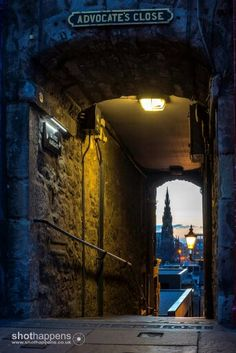 Advocate's close in Edinburgh. Going down step by step you leave the old town, approaching princes street gardens