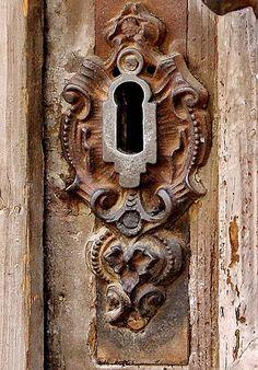 wat zie je als je door het sleutelgat kijkt in het Sinerklaashuis? Vintage hardware