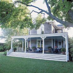Sarah Jessica Parker & Matthew Broderick's Hamptons House - #celebrityhomes #sarahjessicaparker #matthewbroderick #hamptonshomes