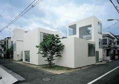 Moriyama House by Sanaa / Kazuyo Sejima & Ryue Nishizawa Architecture Durable, Sustainable Architecture, Architecture Design, Architecture Posters, Minimalist Architecture, Japanese Architecture, Moriyama House, House Tokyo, Ryue Nishizawa