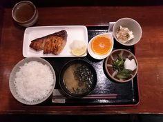 -TEISHOKU MIMATSU- Fish, root vegetables, fermented soy, fruit, seaweed, leafy vegetables, grain ... It's a perfect nutritional balance.  Teriyaki set meal of yellowtail $ 14.00 http://alike.jp/restaurant/target_top/36229/
