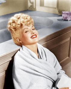 Betty Grable #vintage #hair #style #hairstyle #hairstyles #waves #curls #roll #40's #50's #rockabilly