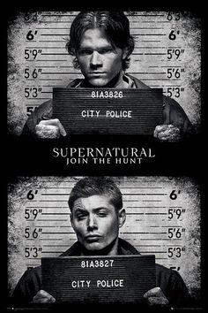 Póster Sam y Dean, fichados. Supernatural Póster con la imagen de los hermanos Winchester fichados, visto en la popular serie de tv Supernatural.