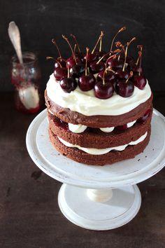 Divino Macaron: Torta de Chocolate, Crema y Cerezas...en la Semana de la Mujer!