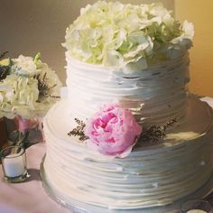Butter cream ruffles and fresh Flowers  #sweetstuff #carterscreativecatering #northerncoloradowedding #weddingcake