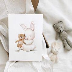 Чем больше рисую , тем меньше хочется писать ) Видимо все вдохновение туда уходит , ну и ладно . Будем считать , что я общаюсь с вами через рисунки . Иногда по ним можно даже больше узнать о человеке ) . По-этому просто в который раз скажу спасибо , что доверяете мне оформление ваших детских ❤️ Baby Painting, Painting For Kids, Art For Kids, Watercolor Pictures, Watercolor Animals, Nursery Wallpaper, Nursery Art, Cute Animal Drawings, Cute Drawings