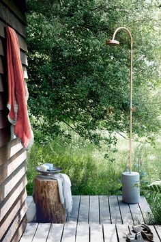 Want to be at one with the great outdoors? We have expert advice and gorgeous imagery to inspire the alfresco bather in you