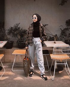 Style women curvy shirts 46 New Ideas Modern Hijab Fashion, Street Hijab Fashion, Hijab Fashion Inspiration, Muslim Fashion, Curvy Fashion, Look Fashion, Casual Hijab Outfit, Ootd Hijab, Casual Outfits