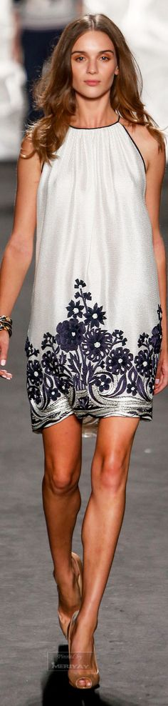 Like the black and white simplicity and the pattern at the hemline. Naeem Khan.Spring 2015.