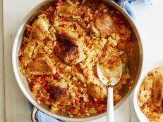 Melissa d'Arabian shares some of her favorite recipes from her childhood in Tucson. Her Arroz Con Pollo features juicy chicken cooked on a bed of seasoned rice with tender onions and sweet bell peppers. For dessert, Applesauce Empanadas are a hit with kids and adults alike. To drink, a pitcher of Garden Iced Green Tea, infused with fresh herbs and lightly sweetened with a touch of honey.