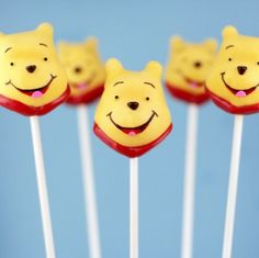 Pooh! I will totally have to do these for Aurora's birthday one year.