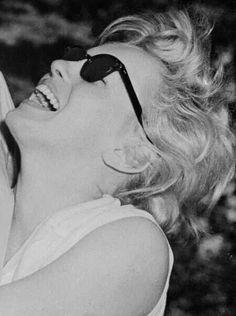 Marilyn Monroe • photography exhibition ❃ || マリリンモンロー (Maririnmonrō) • #Norma Jeane Mortenson #Norma Jeane Baker #1960 #Hollywood #diva #actriz #modelo || ♚ https://es.pinterest.com/kunstler9/marilyn-monroe/