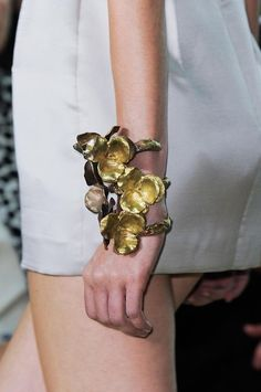 View all the detailed photos of the Giambattista Valli spring / summer 2014 showing at Paris fashion week. Big Jewelry, Statement Jewelry, Metal Jewelry, Jewelry Art, Jewelry Accessories, Fashion Accessories, Fashion Jewelry, Jewelry Design, Minimal Jewelry