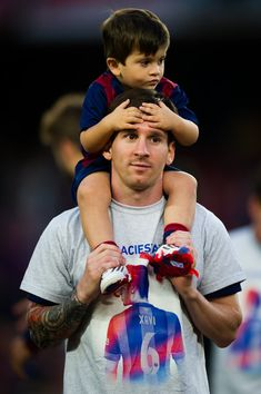 Lionel Messi Photos - Lionel Messi of FC Barcelona plays with his son Thiago Messi after the La Liga match between FC Barcelona and RC Deportivo La Coruna at Camp Nou on May 2015 in Barcelona, Spain. - FC Barcelona v RC Deportivo La Coruna - La Liga Good Soccer Players, Best Football Players, Fc Barcelona, Barcelona Catalonia, Messi 2015, Football Love, Football Wags, Lionel Messi Wallpapers, Messi Vs