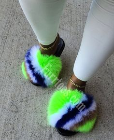 Fluffy Sandals, Fluffy Shoes, Cute Swag Outfits, Cute Comfy Outfits, Fashion Sandals, Sneakers Fashion, Cute Slides, Ugg Slippers, Fresh Shoes