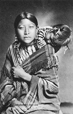 Cheyenne mother and daughter. 1907. Montana. Photo by L.A. Huffman.