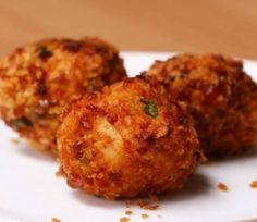 Cheesy Chicken Balls INGREDIENTS 2 cooked chicken breasts 2 egg yolks 30 grams plain flour 175 grams mozzarella cheese, shredded 2 spring onions, chopped ½ t. Vegetable Recipes, Meat Recipes, Chicken Recipes, Snack Recipes, Cooking Recipes, Cheesy Chicken, How To Cook Chicken, Chicken Feed, Cooked Chicken