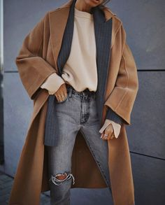 ✔ Office Look Winter Chic Winter Chic, Autumn Winter Fashion, Fall Winter, Fall Fashion, Fall Chic, Fashion Coat, 2000s Fashion, Casual Winter, Fashion History