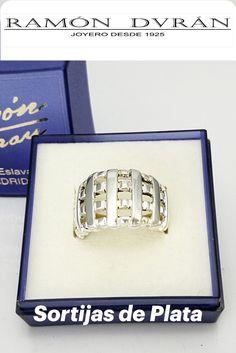 Anillo fabricado en plata de ley con forma de rejilla entrelazada, sortijas en forma de red.  Este anillo esta disponible en varias medidas, elige la tuya con nuestro medidor de anillos.  Esta joya se entrega con estuche y si lo deseas envuelto para regalo sin cargo adicional. Bracelets, Jewelry, Shopping, Shape, Cheap Gifts, Silver Rings, Jewel Box, Sterling Silver, Jewlery