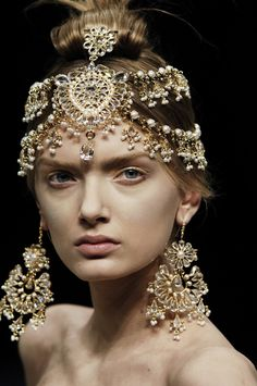 ..... I Dream of a World of Couture ......... .............. Alexander McQueen Fall 2008