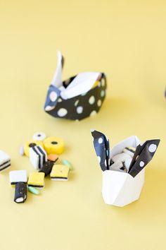 DIY Origami Easter Bunny Baskets (Free Printable!) - Coelhinhos de origami para encher com amêndoas da Páscoa... ou qualquer outra coisa! #diy