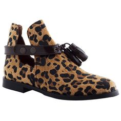 Boots leopard, cliquez sur l'image pour shopper #bazarchic #shoes #chaussures #leopard #animal #fur #fourrure #boots #bottines #fashion #mode