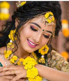Hair Styles Indian Wedding Hairdos Bridal Makeup 42 Ideas For 2019 Bridal Mehndi Dresses, Pakistani Bridal Makeup, Indian Bridal Fashion, Bridal Lehenga, Bridal Makeup Looks, Bride Makeup, Wedding Makeup, Indian Wedding Photography Poses, Hairdo Wedding