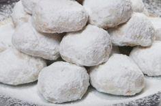 Greek Sweets, Greek Desserts, Greek Recipes, Greek Cookies, Xmas Cookies, Kourabiedes Recipe, Sweet Corner, Christmas Cake Decorations, Sweets Cake