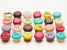拡大する「カップケーキ」ブームの真相とは!?春イベントにピッタリな逸品も登場 Lola Cupcakes, Yummy Cupcakes, Mini Cupcakes, Personalised Cupcakes, London Cake, Sweet Messages, Cake Shop, Hot Chocolate, Bakery