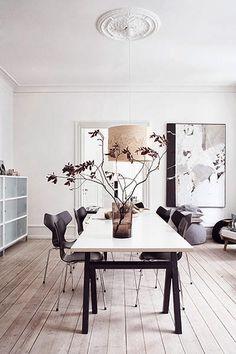 Tälle päivälle löytyi aina tyylikkäitä tanskalaisia koteja ja sisustustavaraa. Harmaa väri on nyt pinnalla ja postauksen lopusta löytyy ide...