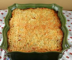 Hachis Parmentier (French Cottage Pie) in a Skyros casserole dish Veal Recipes, Real Food Recipes, Yummy Food, French Country Dishes, Cottage Pie, French Cottage, French Meat Pie, Vegetable Pie, Casserole Dishes