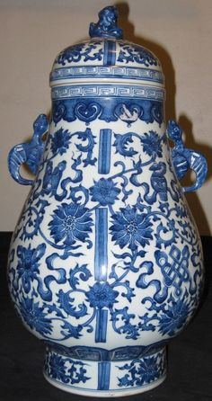 ANTIQUE CHINESE PORCELAIN B & W VASE WITH LID, QIANLONG MARK-19TH CENTURY; NR.