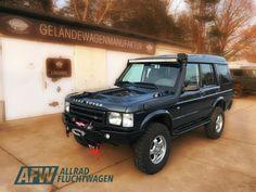 Discovery 2 Overlander von Allradfluchtwagen. Der Disco 2 ist für mich der perfekte Overlander aus dem Hause Land Rover. Von unten betrachtet gleicht er wie seine Artgenossen auch eher einem Traktor, fährt sich aber wie ein Auto. Da der Weg bekanntermaßen das Ziel ist, findet man mit dem Disco die perfekte Mischung aus einem Offroader und einem komfortablen Reisewagen. Ausgestattet mit einem Td5 unter der Haube ist für genug Vortrieb gesorgt. Land Rover Discovery 1, Discovery 2, Nissan Patrol, Jeep Wrangler Unlimited, Land Rover Defender, Toyota Land Cruiser, K5 Blazer, Ford Raptor, Bugatti Veyron