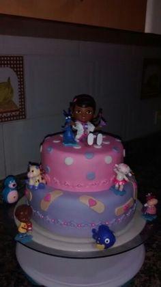 Torta de doctora juguete
