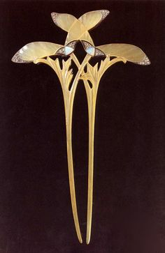 Hairpin by Georges Fouquet, circa 1900 (Museum of the Petit Palais, Paris). Design by Alfons Mucha.