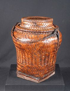 Ulbong, Rice Storage Urn from the Ifugao people of the Island of Luzon, Northern Luzon, Philippines Seashell Centerpieces, Seashell Candles, Seashell Crafts, Rattan, Wicker, Air Fern, Filipino Art, Art Chinois, Clear Vases