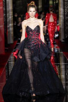 Guarda la sfilata di moda Zuhair Murad a Parigi e scopri la collezione di abiti e accessori per la stagione Alta Moda Primavera Estate 2017.