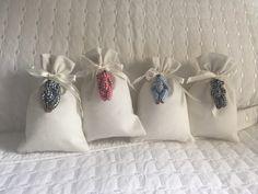 kit lembrancinha de maternidade. <br>30 saquinhos sachê de algodão e ursinho. 12x8 <br>Sem sachê a unidade R$9,00.