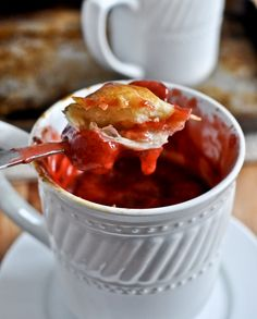 Are you a big foodie? Try out some of the single serve mug desserts like best chocolate mug cake, choc-chip mug cook, strawberry mug pie, etc. Ready in minutes! Fun Desserts, Delicious Desserts, Dessert Recipes, Dessert Healthy, Mug Recipes, Cooking Recipes, Cooking Tips, Easy Cooking, Recipies