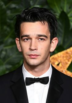 Matthew Healy arrives at The Fashion Awards 2018 In Partnership With Swarovski at Royal Albert Hall on December 2018 in London, England. Get premium, high resolution news photos at Getty Images Matty 1975, The 1975 Me, Matthew Healy, The Wombats, A Star Is Born, Attractive People, Fine Men, Man Crush, Beautiful Boys