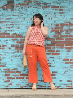 Wardrobe Oxygen in the cabi Maravilla spring 2018 collection Sunshine Tank and Charlie Crop orange kick flare pants styled with straw and cork accessories and a gold chain belt Plus Size Workwear, Orange Fashion, Orange Dress, Petite Fashion, Outfit Posts, Fashion Advice, Fashion Pants, What I Wore, Casual Outfits