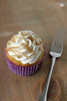banana and caramel cupcakes more caramel cupcakes cupcakeideas ...