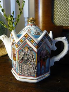 Vintage Sadler Teapot English Bone China Queen Elizabeth I, Walter Raleigh, Robert Dudley